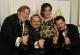 De izquierda a derecha, Phillip Bladh, Carlos Cortés, Michellee Couttolenc y Jaime Baksht posan en la sala de prensa tras ganar el Oscar al mejor sonido por su trabajo para